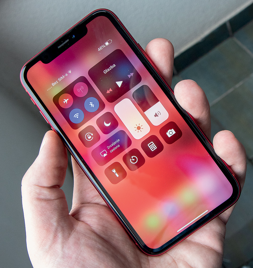 iPhone XR 8